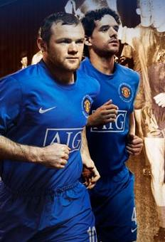 new product 7e7a5 77e4b PICTURES: What Do Gary and Ronaldo Think Of New Kit?