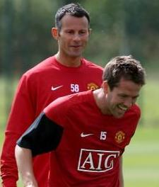 PICTURES: Owen Having A Laugh With Giggs And Rio In Training