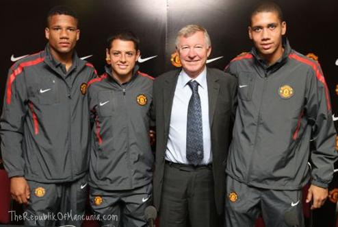 PICTURES: Chicharito, Smalling and Bébé (with new hair)