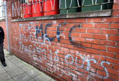 picture city fans with munich graffiti at old trafford. Black Bedroom Furniture Sets. Home Design Ideas