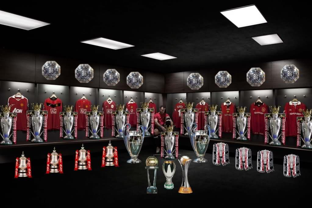 PICTURE Giggs And His Trophies