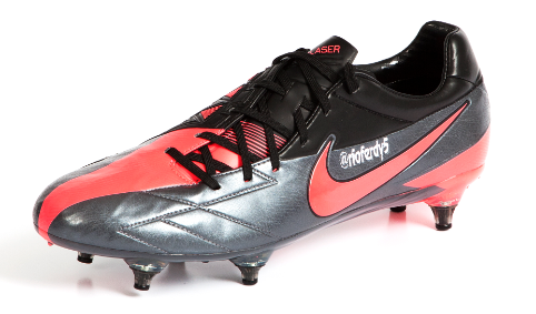PICTURE: Rio's Twitter Boots For Arsenal Game
