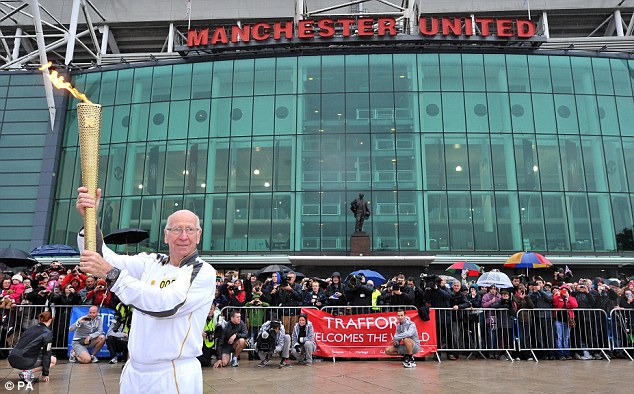 PICTURE: Sir Bobby Charlton With Olympic Torch