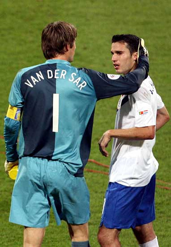 Van der Sar: I Spoke To RvP For 55 Minutes Before He Signed