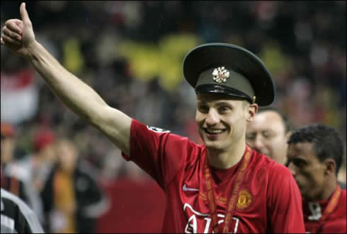 cristiano-ronaldo-465-nemanja-vidic-wearing-a-russian-serbian-police-officer-hat-at-manchester-united-celebrations
