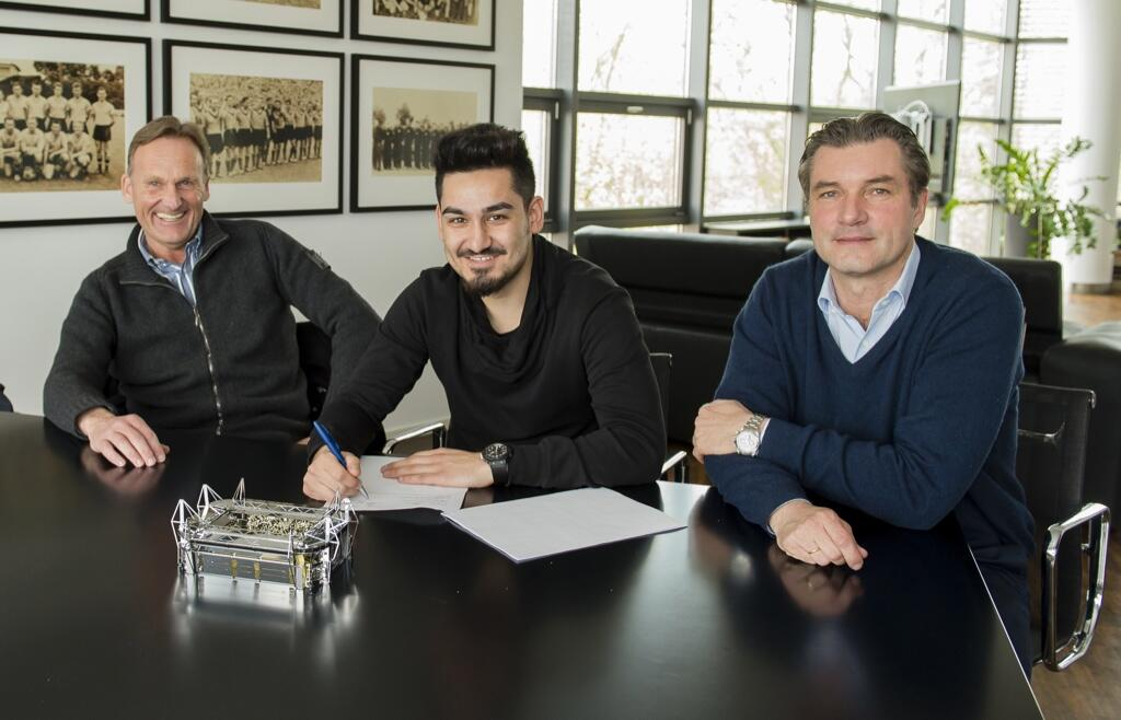 Gundogan extends deal with Borussia Dortmund
