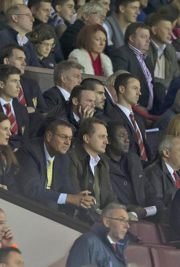 PICTURE: Valdes watches Chelsea game with Rooney and Evans
