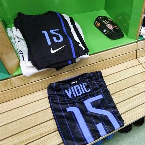 PICTURE: Vidic has United badge on his Inter shin pads