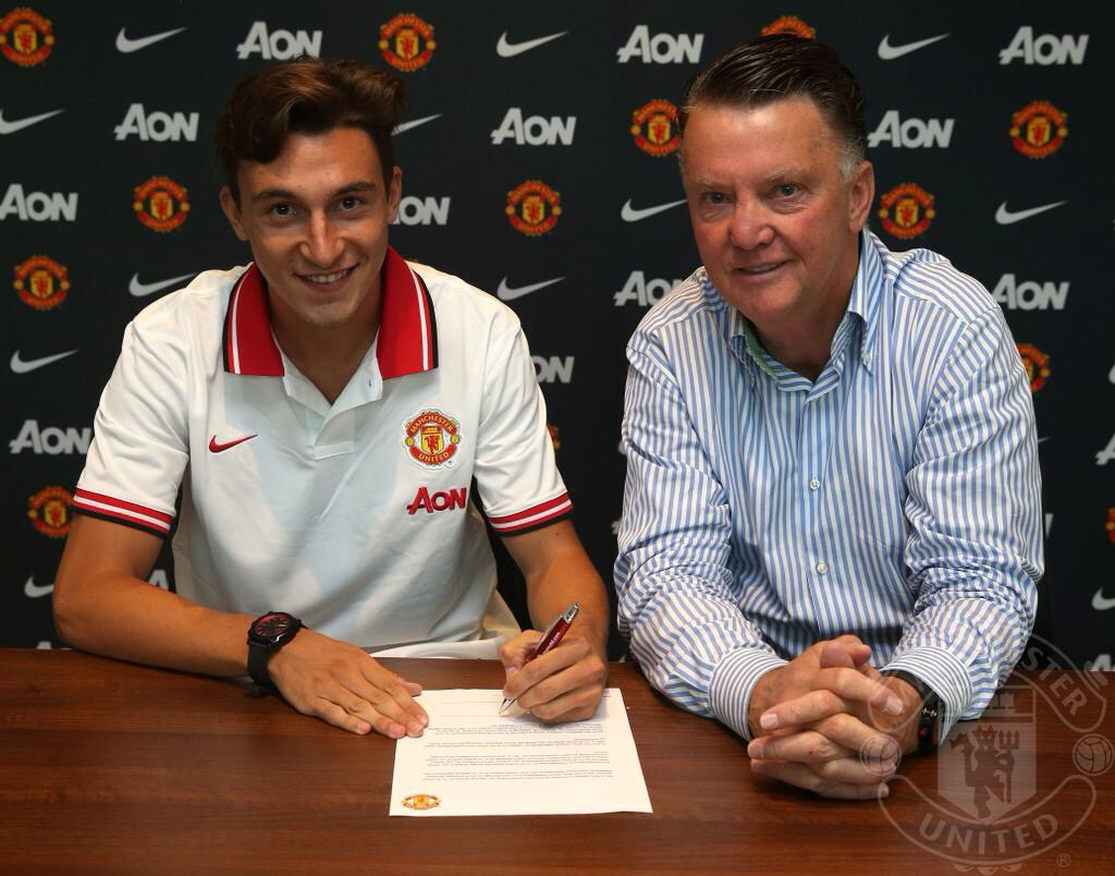 PICTURE: Darmian signs for United