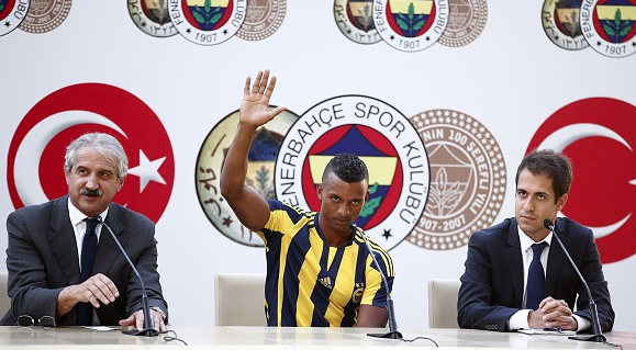 PICTURES: Nani unveiled at Fenerbahce in front of large crowd