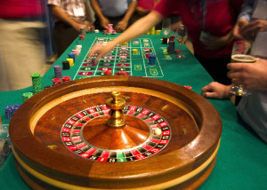 roulette-table-and-players