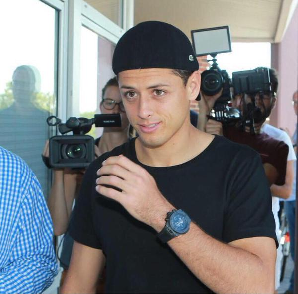 PICTURE: Chicharito in Germany to complete Bayer Leverkusen move