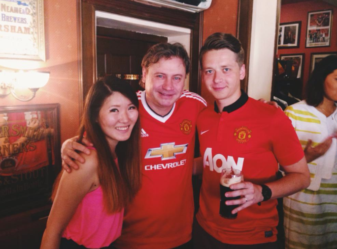 PICTURES: Kanchelskis poses in new United shirt