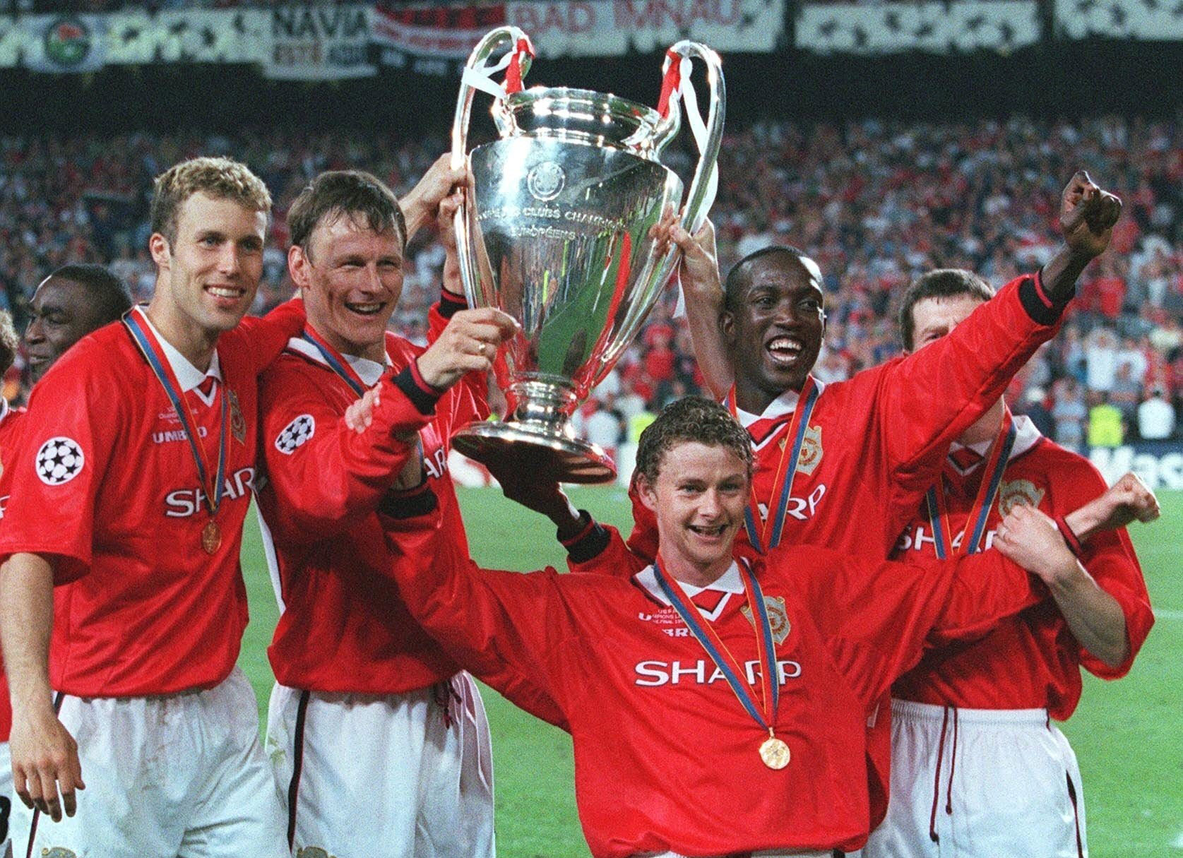 The 5 best manchester united kits ever for Epl table 98 99