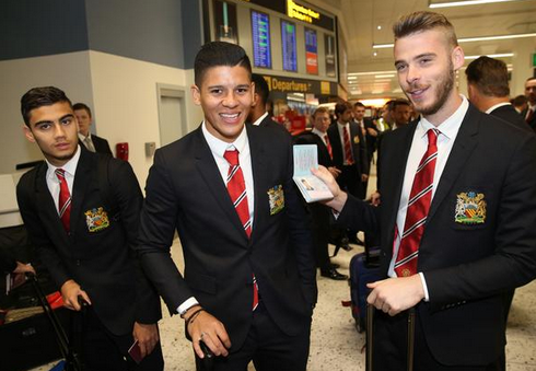 PICTURE: De Gea makes fun of Rojo for passport mistake