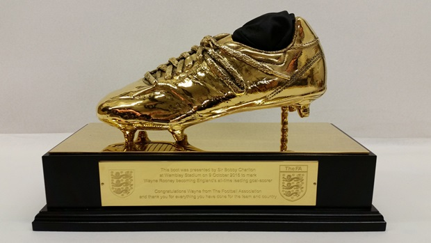 PICTURE: Wayne Rooney's golden boot