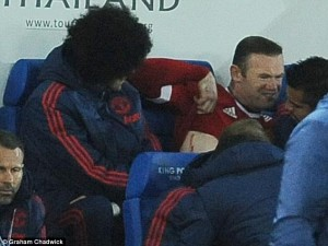 2EE3010600000578-3337757-Manchester_United_striker_Wayne_Rooney_grimaces_after_receiving_-m-17_1448745553446