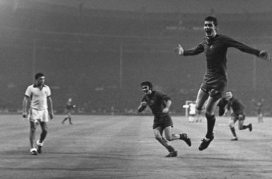 European Cup Final, 1968. Wembley, London. 29MAY68. Manchester United (4) v Benefica (1). Manchester United's  Brian Kidd celebrates after scoring his side's third goal with a header on his nineteenth birthday. Please credit: Popperfoto. Please note: NO CREDIT - FEE DOUBLED.