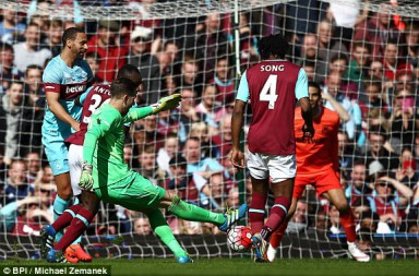 1459172550010_lc_galleryImage_Adrian_of_West_Ham_United