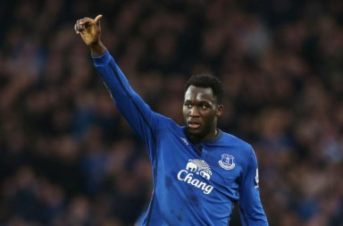 football-evertons-romelu-lukaku-applauds-fans-after-being-substituted