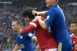 33B6569D00000578-0-As_Leicester_defender_Robert_Huth_grappled_with_him_at_a_corner_-m-110_1462114001909