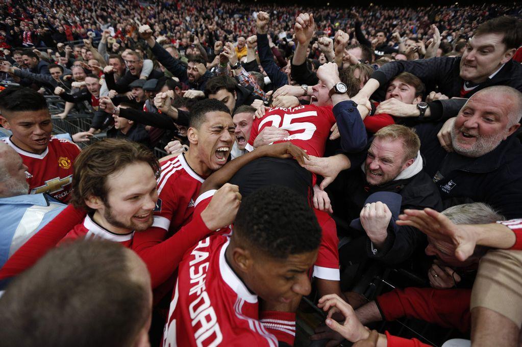 manchester united fans shop
