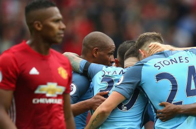 MANCHESTER, ENGLAND - SEPTEMBER 10:  Manchester City players celebrate during the Premier League match between Manchester United and Manchester City at Old Trafford on September 10, 2016 in Manchester, England.  (Photo by Alex Livesey/Getty Images)