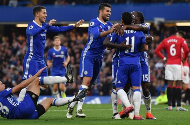 LONDON, ENGLAND - OCTOBER 23:  N'Golo Kante of Chelsea celebrates scoring his sides fourth goal with team mates during the Premier League match between Chelsea and Manchester United at Stamford Bridge on October 23, 2016 in London, England.  (Photo by Mike Hewitt/Getty Images)