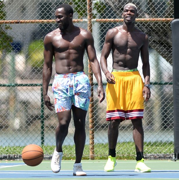 Pay-footballer-paul-pogba-play-basketball-shirtless-in-miami-beach