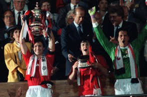 Football, 1990 FA Cup Final Replay, Wembley, 17th May, 1990, Manchester United 1 v Crystal Palace 0, Manchester United captain Bryan Robson proudly holds aloft the trophy after the match.  (Photo by Bob Thomas/Getty Images)