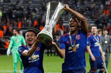 Manchester-Uniteds-Marcus-Rashford-and-Jesse-Lingard-celebrate-with-the-trophy-after-winning-the-E