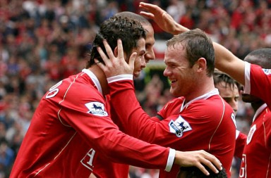Manchester United's Wayne Rooney congratulates goal scorer Cristiano Ronaldo