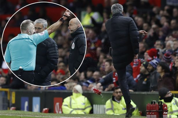 Jose-Mourinho-kicking-bottle-main