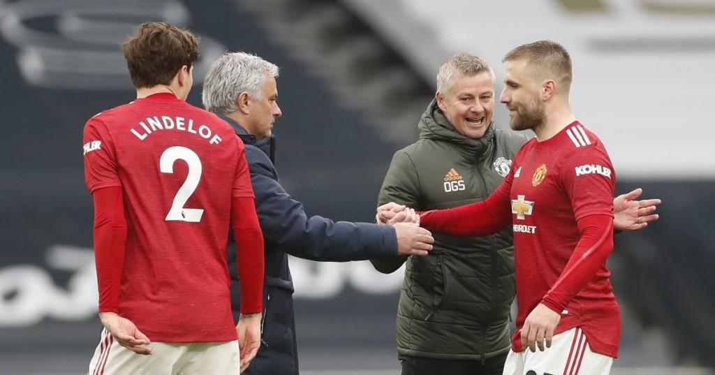 Jose-Mourinho-shakes-hands-with-Luke-Shaw-as-Ole-Gunnar-Solskjaer-celebrates-1200x629